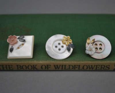 Fleurs Button Brooches